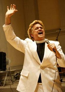 """Shopocalypse Now: el reverendo Billy y su iglesia """"Pare de Comprar"""""""