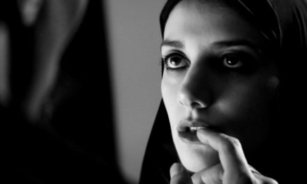 'A Girl Walks Home Alone at Night de Ana Lily Amirpour, una solitaria vampira iraní